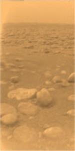 Foto da superfície de Titã obtida pela sonda Huygens