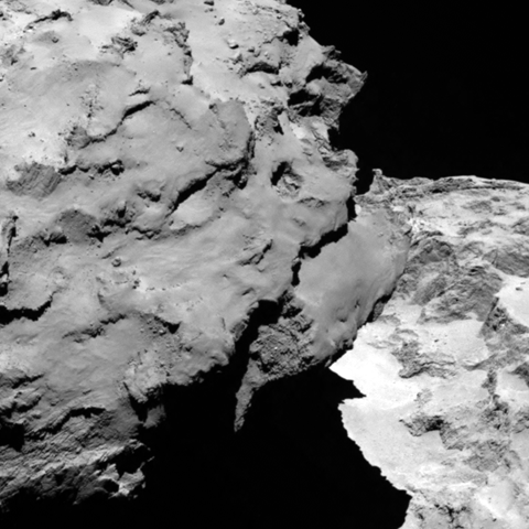 Outro detalhe do cometa 67P/Churyumov-Gerasimenko obtido em 6 de Agosto de 2014