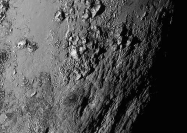 Detalhe da superfície de Plutão